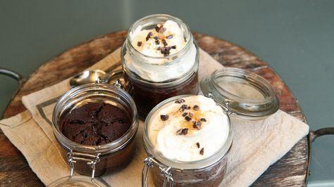 Små sjokoladekaker, en til hver, med kaffe, whisky og krem. Lise Finckenhagens utgave av «whisky in the jar».