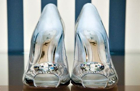 Has anybody seen Cinderella? I found her shoes :): Real Life, Wedding Shoes, Cinderella Shoes, Events Planners, Theme Wedding, Glasses Slippers, Cinderella Wedding, Cinderella Glasses, Bridal Shoes