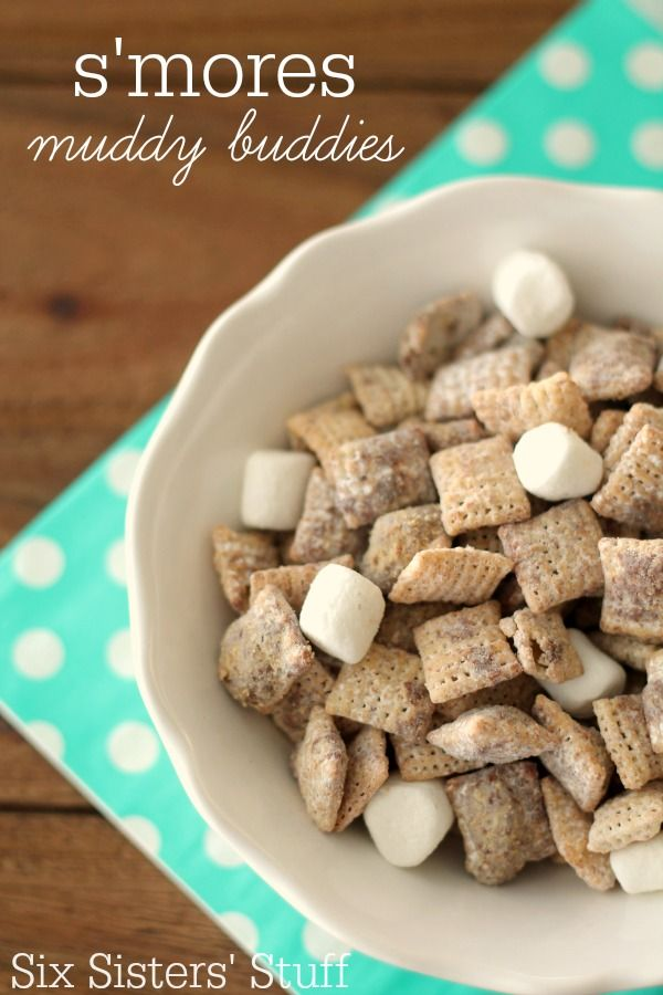All the flavor of s'mores in an easy to eat snack!  Love these S'mores Muddy Buddies from SixSistersStuff.com! #sixsistersstuff