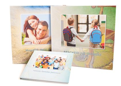 Huwelijk, verjaardag, vrijgezellenfeest, jubileum, pensioen of babyshower? En op zoek naar een persoonlijk cadeau?Maak dan samen met vrienden online een onvergetelijk vriendenboek en laat het drukken. Het kan eenvoudig viavriendenboeken.nl. Een vriendenboek, mooi en makkelijk te maken Samen een vriendenboek maken is eenvoudig. Je kunt kiezen uit veel thema's. Wordt je zus veertig, stapt je