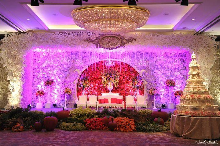 Grandeur wedding decoration idea | Project by Edward Suhadi Productions http://www.bridestory.com/edward-suhadi-productions/projects/frendy-devy-wedding-edward