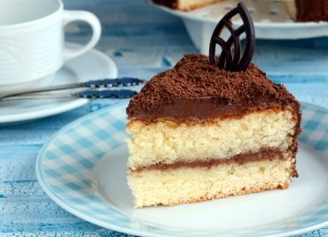 Receita de Pão de Ló. Massa básica de bolo que aceita qualquer tipo de recheio, rápida, fácil e econômica. Ficará ótimo com suas receitas.