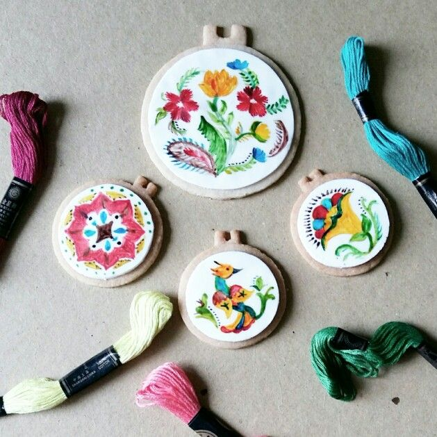 Mexican embroidery inspired cookies  Instagram : @qmjft
