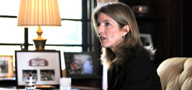 (インタビュー)これからの日米 駐日米国大使、キャロライン・ケネディさん:朝日新聞デジタル  「詩歌は、若者が夢や希望を託せる手段です。米日の学生が、詩歌でも交流できるように努めたい」=都内で、仙波理撮影