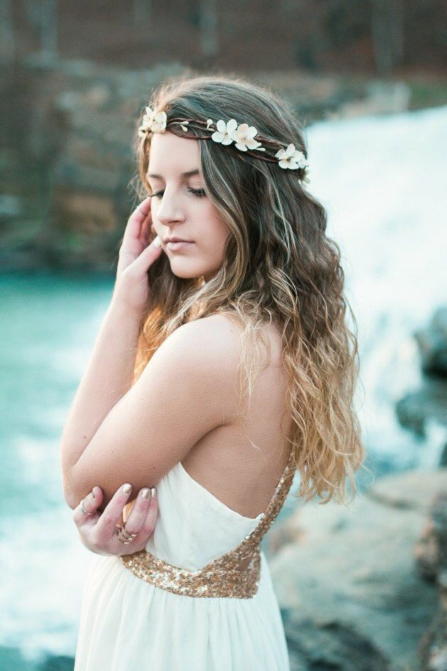 Lovely ivory cherry blossoms flower crown from @deloop