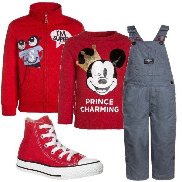 Per questo outfit: maglietta manica lunga, con scollo tondo e stampa di Topolino Prince Charming, felpina rossa con zip e collo alto, salopette grigia e scarpe Converse rosse.