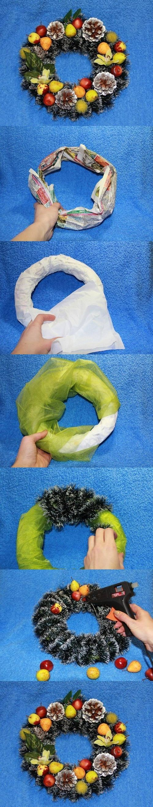 DIY Easy Christmas Wreath DIY Projects / UsefulDIY.com on imgfave