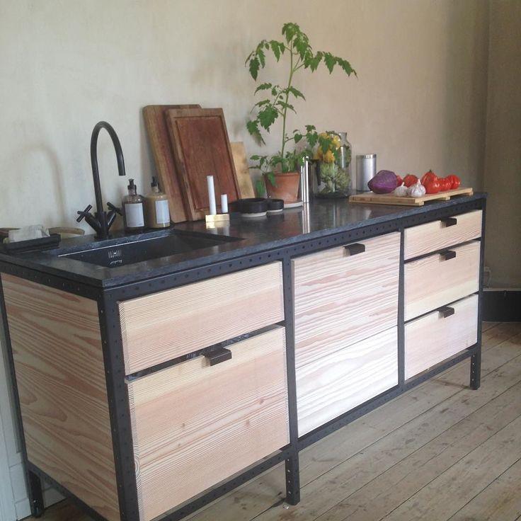 Er vild med det her Frama studio kitchen og stylingen af det #3daysofdesign #framastudiokitchen