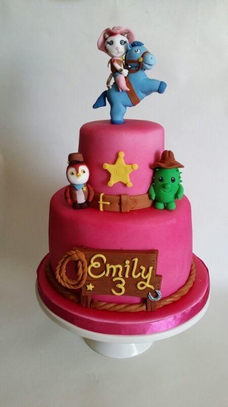 So adorbs!  Sheriff Callie birthday cake