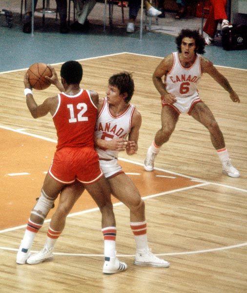 L'equipe du Canada participe au basketball aux Jeux olympiques de Montréal de 1976. (Photo PC/AOC)
