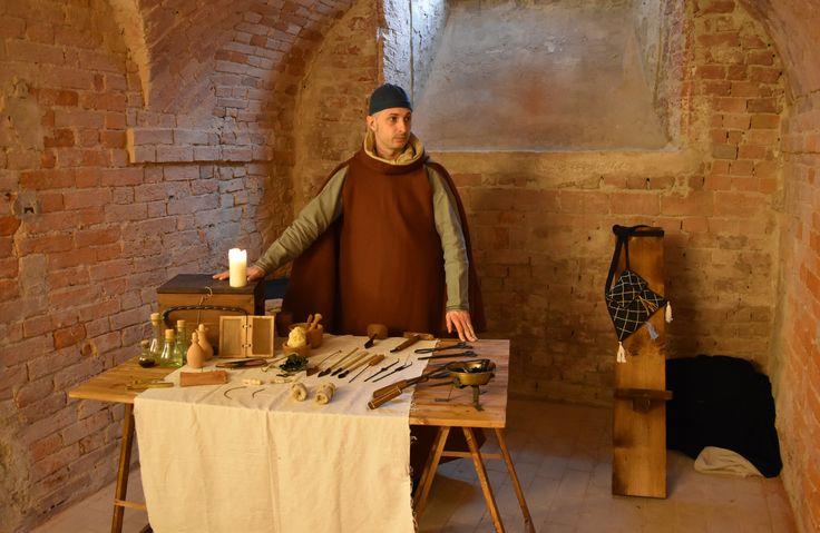 In de 13de eeuw omvatte het werk van een barbier ook dat van een chirurgijn.