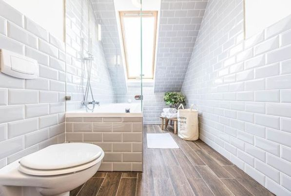 We are delighted to have the stunning Oktogon Central as part of the #Altohome selection of the most beautiful homes in #Budapest. Enjoy a stress-free weekend getaway and stay in this elegant home with a French-styled bathroom. Tap link in bio to make this 3-bedroom home yours!(€ 275 /night , sleeps 7)
