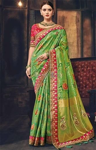 4d7a00807ebde1  Shop This Artistic Forest Green  Floral Banarasi  Silk Saree For  Mehendi.  This  Modern  Printed  Saree Blouse Set Contains Elbow Sleeves