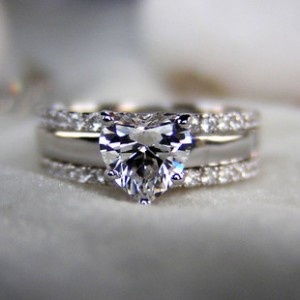heart shaped engagement ring - idk if I'd really want it, but it's pretty and cool