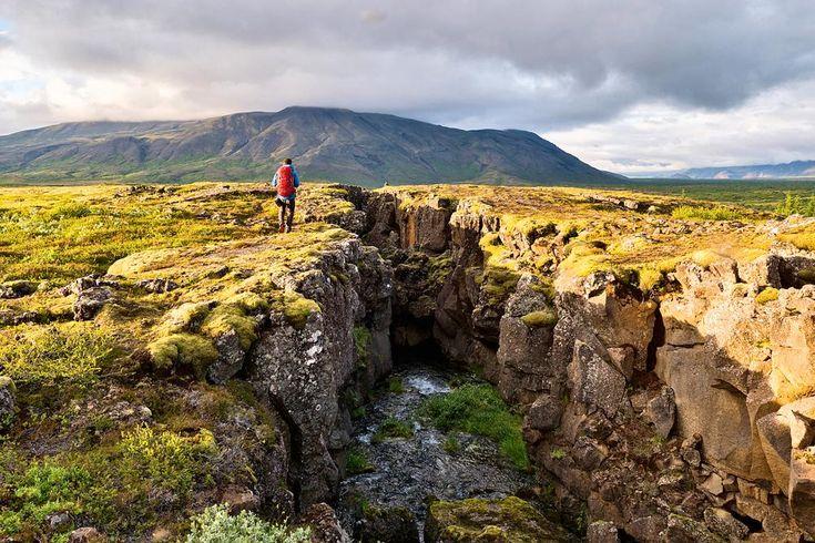 Naturfreunde und Abenteurer aufgepasst: Die größte Vulkaninsel der Erde wird euch mit ihrer außergewöhnlichen Schönheit und Ruhe verzaubern! Geysire, Krater, Wasserfälle, heiße Quellen und viele weitere Naturphänomene erwarten euch auf Island.