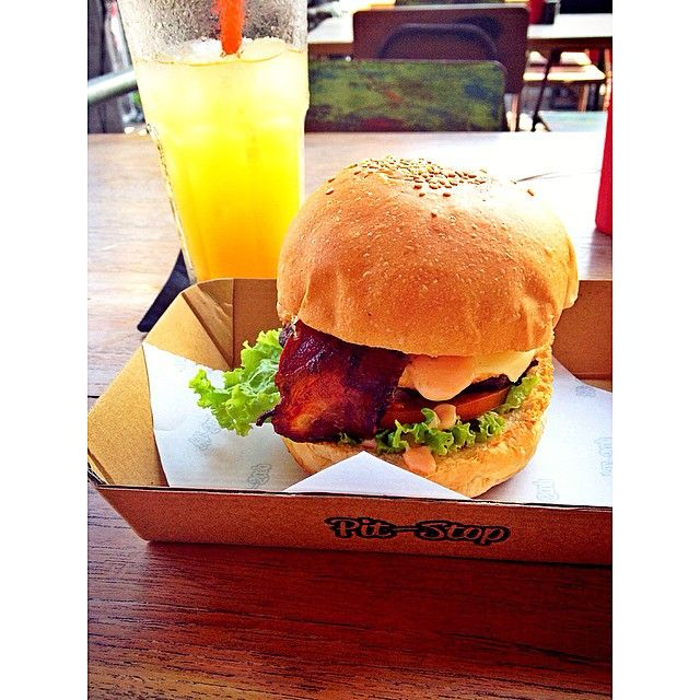 Pitstop  burger Petitenget Seminyak.. Carnivore Breakfast, bacon, eggs, beef, cheese, lettuce and tomatoes