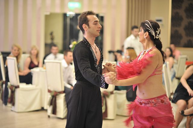 http://www.lotusdance.ro/dansatori-evenimente/ Dansatori evenimente