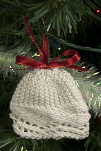 Knitted Hats Patterns Easy : 13 best images about Christmas knitting on Pinterest Snail mail, Free patte...