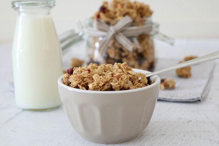 My favourite Thermomix granola recipe!! Crunchy Homemade Almond, Cranberry & Coconut Oil Granola