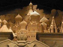 鳥取県鳥取市の鳥取砂丘から歩いて5分の場所にある砂の美術館  鳥取砂丘の砂と水だけを使用して制作された砂の彫刻砂像を展示している美術館です 永遠には残らないその儚くも美しい砂像は砂で世界旅行をコンセプトに毎年テーマを変えて展示されています  国内でただ一人と言われるプロの砂像彫刻家茶圓勝彦氏によってプロデュースされた美術館 この方は世界が尊敬する100人の日本人の一人として選ばれたすごい方なんです  圧巻の作品の数々を是非一度ご覧ください  tags[鳥取県]