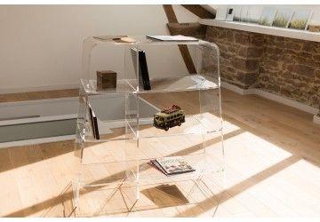 MEUBLES DE RANGEMENT : séduisants...  Placés contre un mur ou en îlot, les tours, parmi nos meubles transparents vous trouverez colonnes, étagères et bibliothèques. Leur transparence vous permettra de les intégrer harmonieusement à n'importe quelle pièce de votre intérieur et de faire appel à votre imagination pour les mettre en scène. Le PMMA confère également à ces meubles transparents de rangement une très haute résistance aux chocs et donc au temps et à l'usure.