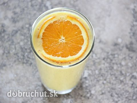 Slnečný smoothie s mangom a pomarančom