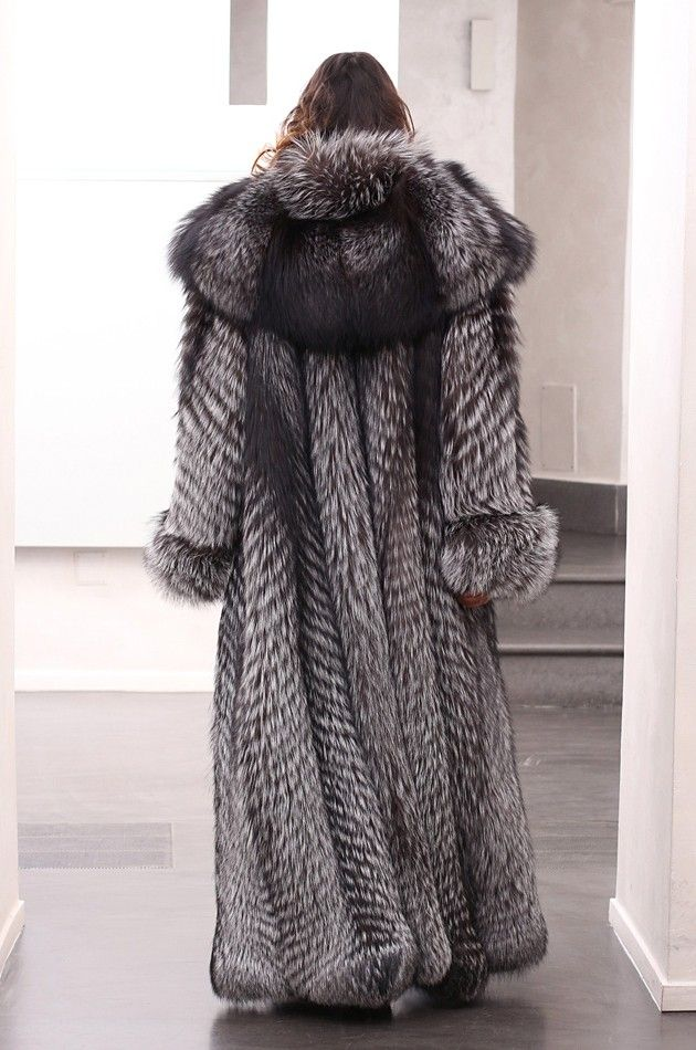 Silver Fox Coat with whole skins. Skins Quality: SAGA ROYAL FURS;