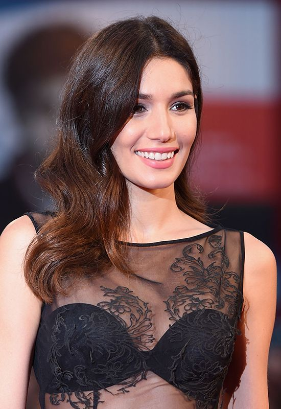 Mariela Garriga (model): hollywood glamour waves, silver eyeshadow and pinki matte lips @ Venice Film Festival 2014 | #hairstyle #hair #inspiration #beauty #makeup #redcarpet