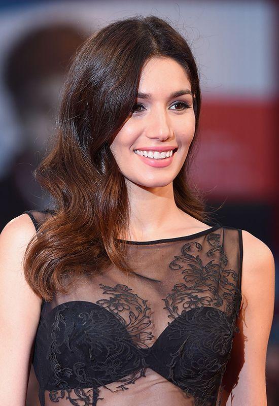 Mariela Garriga (model): hollywood glamour waves, silver eyeshadow and pinki matte lips @ Venice Film Festival 2014 | #hairstyle #hair #inspiration #beauty #makeup #redcarpet