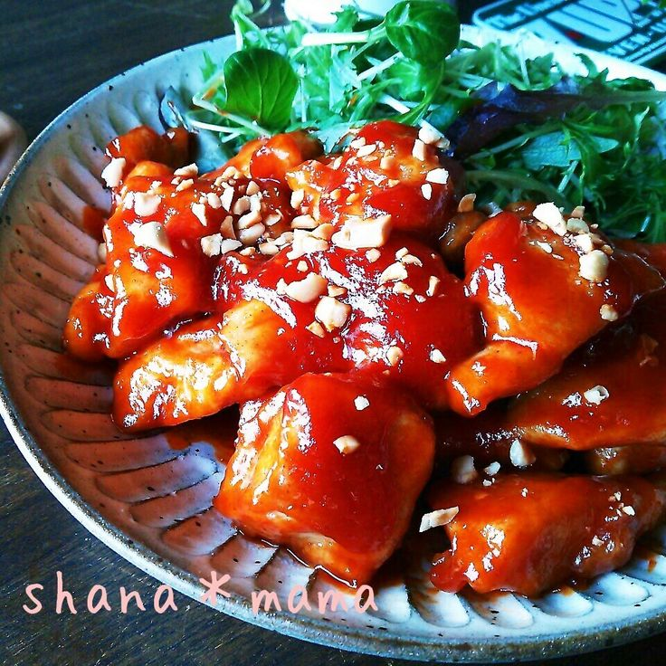 今日の夕御飯に~♪ ピリ辛甘旨の韓国風甘辛チキン♪ヤンニョムチキンです(#^.^#)♪ 色んなレシピがありますが我が家の味はケチャップ多めで子供ちゃんも食べやすい味です♪ コチジャンの量で辛さを調節して下さいね(^w^)♪  おかわりが止まりませんよ~♪  今回はむね肉で作りましたがもちろんもも肉でも(〃)´艸`)オイシー♪