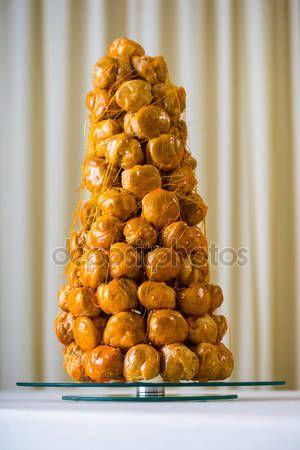 En fransk dessert - croquembouche — Stockbild #91682420