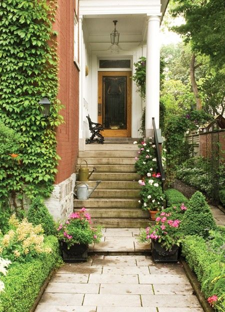 Charming city entrance smaller plants for those more for Exterior side yard