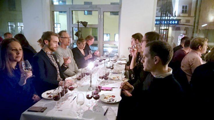 Det här året provade Taysta choklad och vin för att hitta de bästa kombinationerna. Förbered dig inför nästa födelsedag, Alla hjärtans dag eller annan speciell dag genom att ta reda på mer här:   https://www.taysta.se/choklad-vin-uppsala-2018-02-14/?utm_content=buffer9a31e&utm_medium=social&utm_source=pinterest.com&utm_campaign=buffer  #vintips #vinprovning #taysta #chokladochvin #uppsala #allahjärtansdag