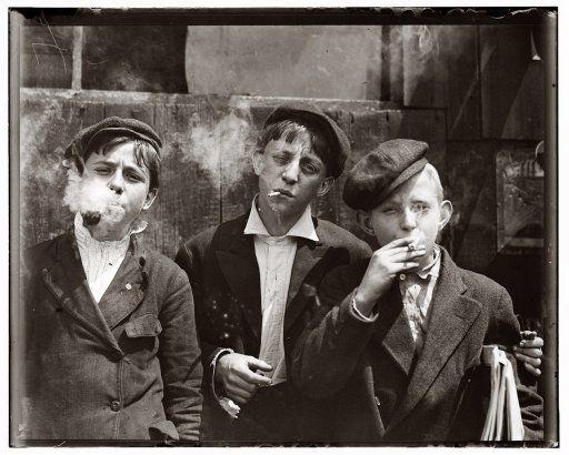 Gazeciarze z St. Louis, 1910. Fot. Lewis Wickes Hine
