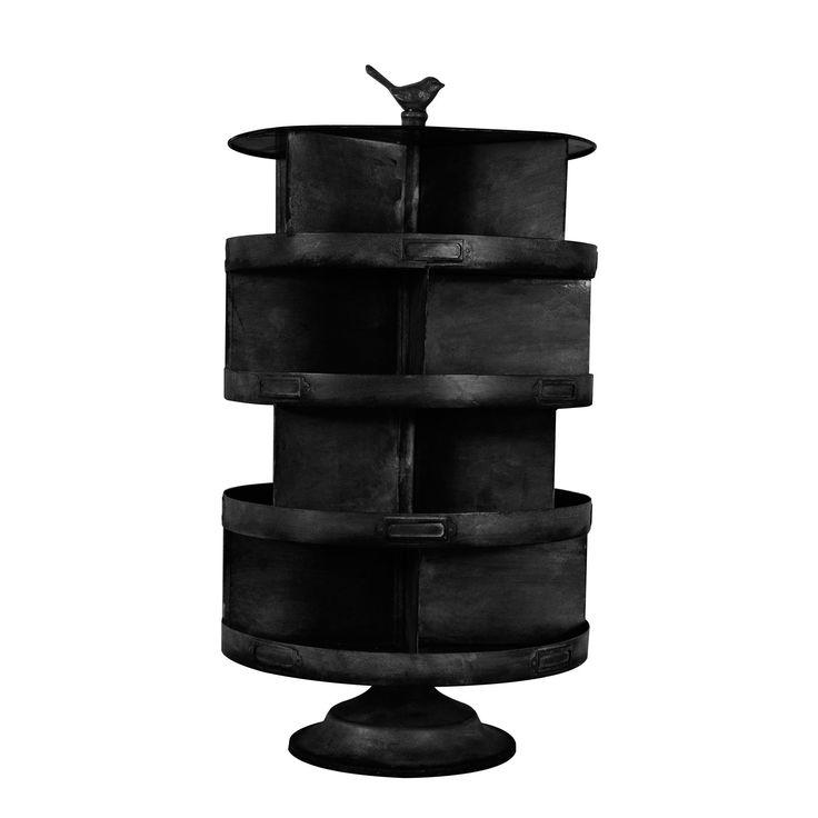 STOER! Dit te gekke kruidenrek is gemaakt van ijzer en heeft een mooie stoere afwerking met een industriele look.  Handig is dat het zo gemaakt is dat het kan draaien, het heeft de  juiste maat voor iedere keuken. Perfect dus, voor al je keukenspullen! De maat van deze zwarte draaiende display voor in de keuken is  H57x Ø30. Het kruidenrek is afkomstig van het merk Deense merk Nordal.
