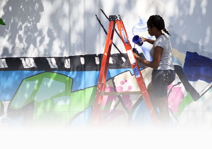 Groundswell brings together artists, youth, and community organizations to use art as a tool for social change. Our projects beautify neighborhoods, engage youth in societal and personal transformation, and give expression to ideas and perspectives that are underrepresented in the public dialogue.
