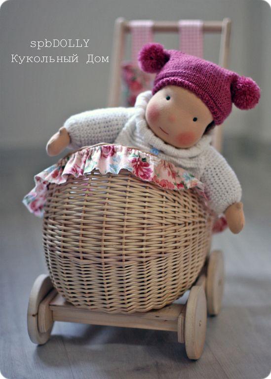 Коляска деревянная плетёная для кукол и других любимых игрушек - бежевый
