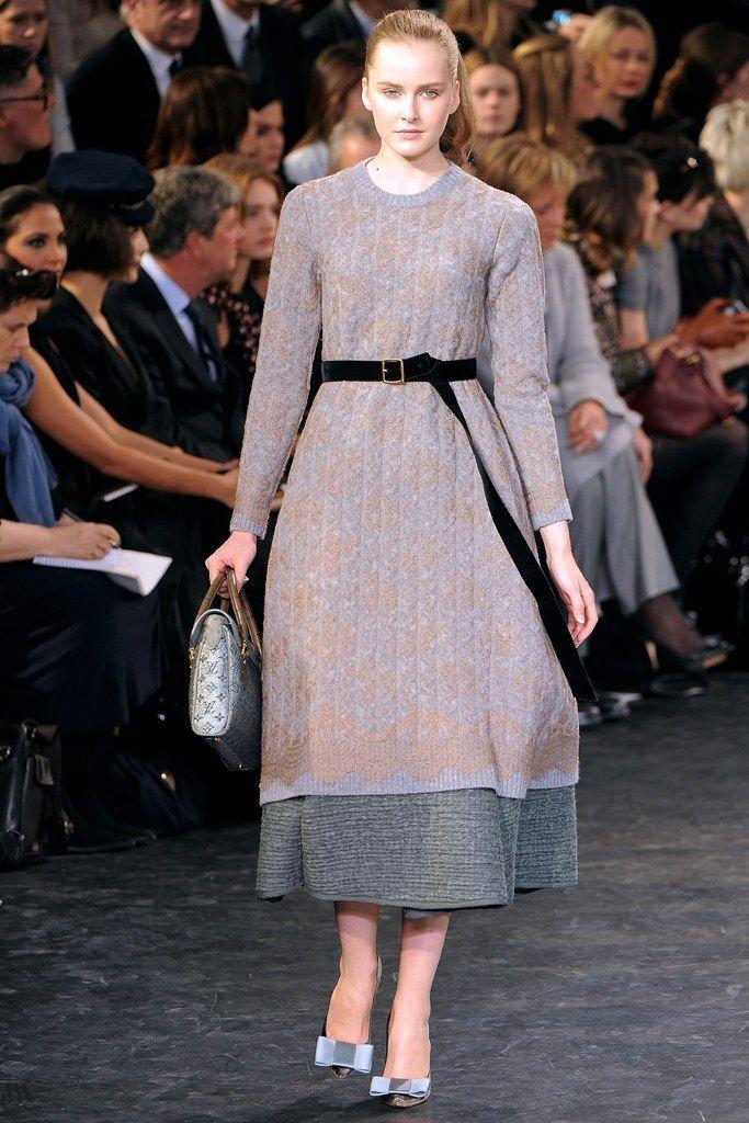 Louis Vuitton Fall 2010 Ready-to-Wear Fashion Show - Lisanne De Jong (NATHALIE)