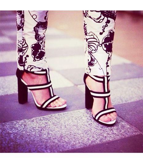 Winstonandwillow is wearing: Wittner heels.  Get The Look:  Hudson Jeans Leeloo Super Skinny Tuxedo Crop In Floral ($109)