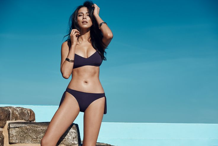 The JETS Swimwear gidget bikini top and tie-side bikini bottom as seen on Jessica Gomes | Minimalist mood meets modern-day muse in this gidget bikini top with a scoop neck design. With concealed underwire support and boning for shape definition, we know what we'll be wearing poolside this summer.