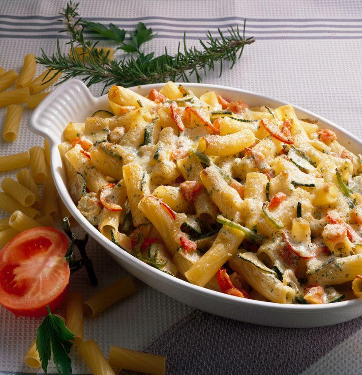 Gratinierte Gemüsenudeln #hochland #käse #rezept #recipe #pasta #paprika #zucchini #tomaten #food #foodie #lovefood #foodlover #hochlandkaese #sandwichscheiben #gouda #lecker #lunch #yum #fresh #tasty #delicious #foodpic #lustundlaune