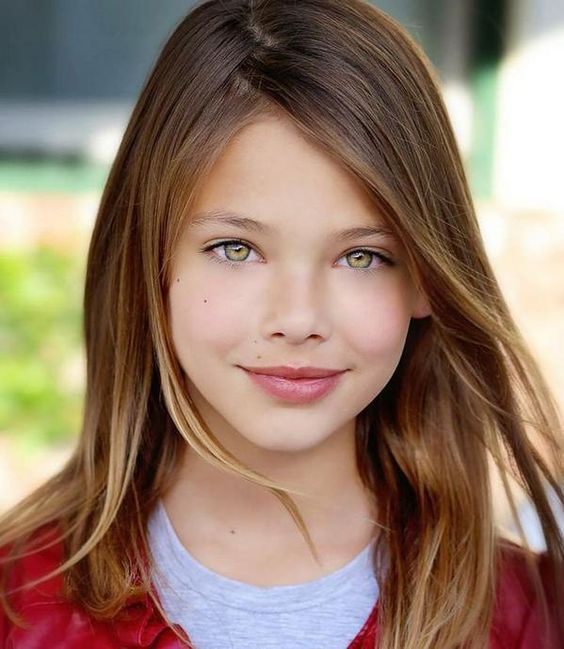 Laneya Grace hermosa modelo de ojos ambar