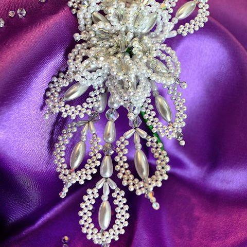 """La cabeza de tembleques incluye un par de """"tapa orejas"""" Esta es una hermosa versión obra de @travelinfo.pa Turistas nacionales y extranjeros no se pueden perder el Desfile de Las Mil Polleras el 14 de enero en la Ciudad de Las Tablas. #tradicion #folclor #milpolleras #azuero #amorporlapollera #trip #travel #hechoamano #tembleques #joyero #lujo #atp #visitpanama #jewelrydesign #jewelry 🇵🇦"""