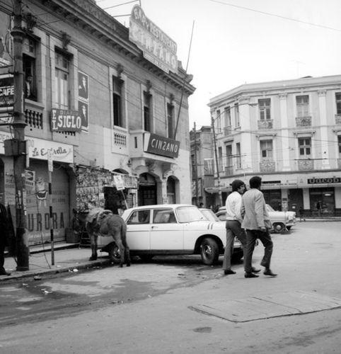 https://flic.kr/p/7DLLR7 | El Bar Cinzano en 1970, con auntentico burro porteño…