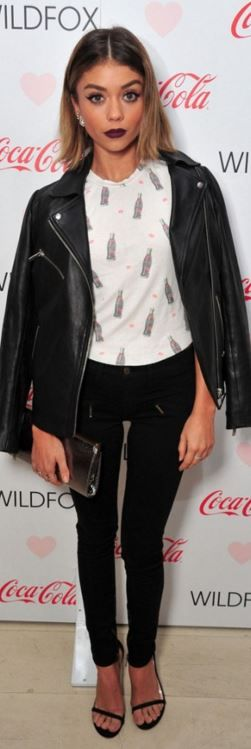Who made Sarah Hyland's leather jacket, white print top, jeans, and black sandals?