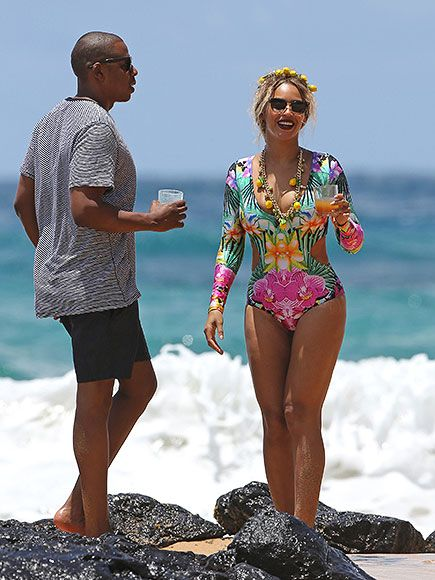 Beyoncé Enjoys Hawaiian Vacation with Jay Z and Blue Ivy – Plus See Her Lemonade-Themed Beach Outfit| Couples, Music News, Beyonce Knowles, Blue Ivy Carter, Jay-Z