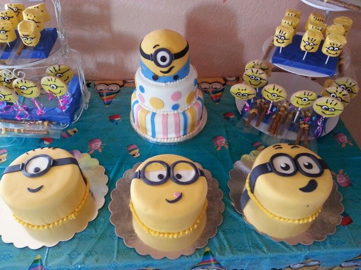 Zaley S Minion Table Marshmallows Pretzels Cookie Pops