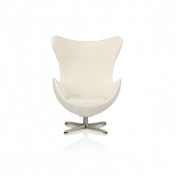 Ægget Arne Jacobsen dukkemøbler fra Minimii