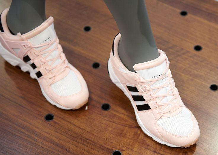 Encontre sapatilhas trendy e únicas no espaço Adidas Originals no Piso 3 do El Corte Inglés de Lisboa.