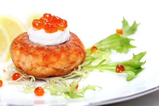 Котлеты из лосося с йогуртовым соусом